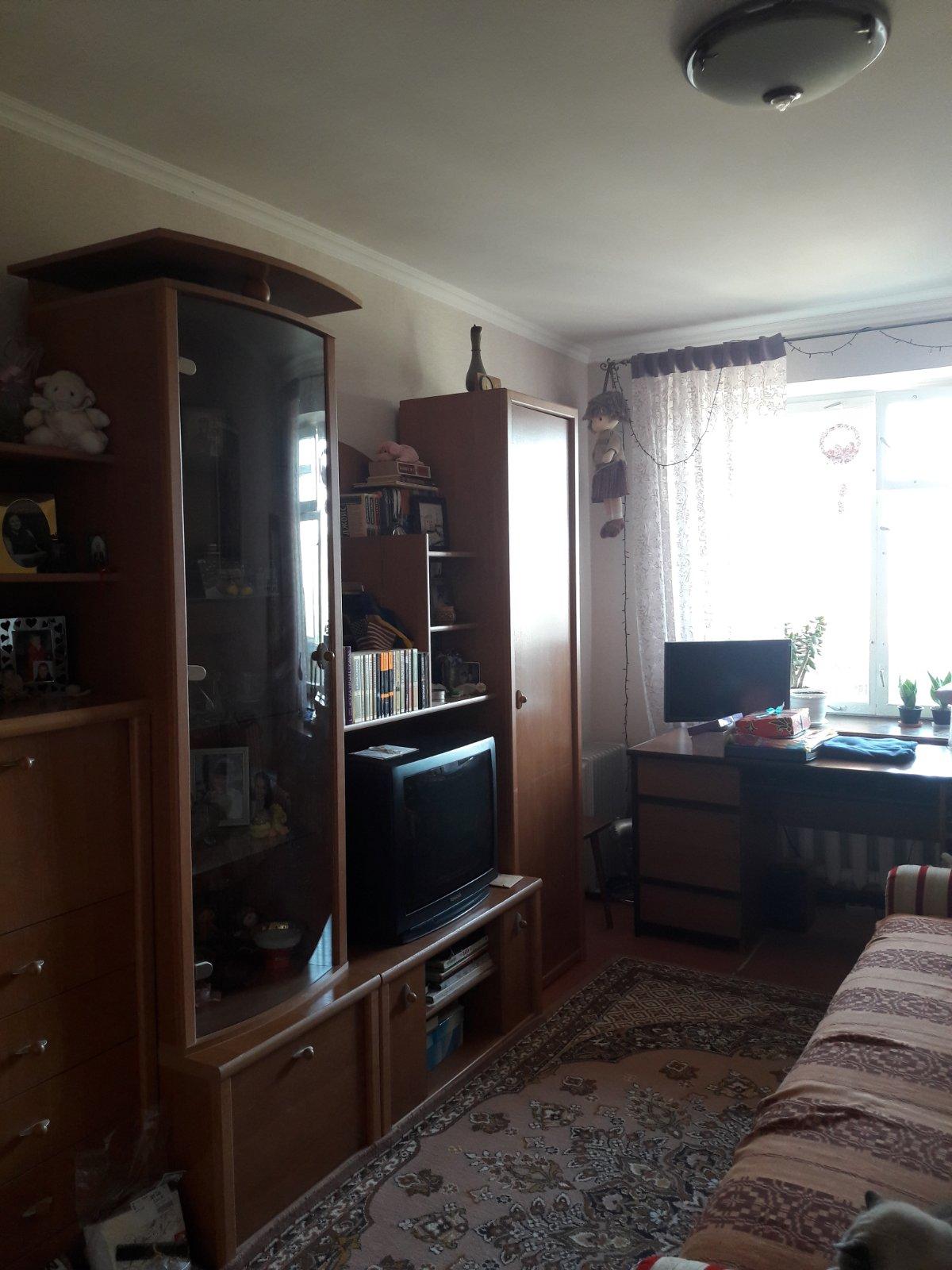 Продаётся 2 комнаты в 4-х комнатной квартире, в Центре г.Евпатория, Республ ...